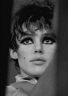 a bit of grungy Edie Sedgwick eye makeup too. 60s Makeup, Vintage Makeup, Makeup Inspo, Makeup Art, Makeup Inspiration, Hair Makeup, Grungy Makeup, The Way I Feel, Thats The Way