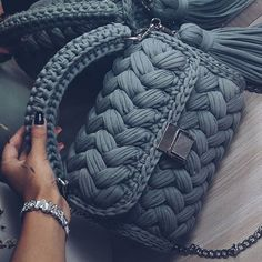 21 models of crochet bags with knitted yarn Beautiful crochet bags made of . Source by de croche fio de malha Free Crochet Bag, Crochet Clutch, Crochet Handbags, Crochet Purses, Knit Crochet, Crochet Bags, Crochet Slippers, Knitting Yarn, Hand Knitting
