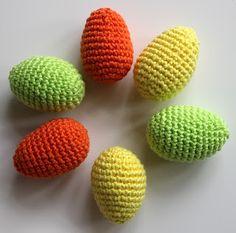 """haak met het gratis patroon """"paaseitjes"""" en een bijpassend bakje Easter Crochet, Crochet Wool, Love Crochet, Crochet Stitches, Crochet Patterns, Diy Ostern, Egg Decorating, Baby Blanket Crochet, Spring Crafts"""