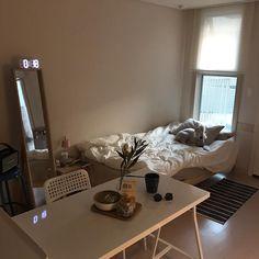 Feminine Minimalist Bedroom Colour minimalist home white inspiration.Minimalist Home Interior Dreams minimalist bedroom storage benches. Minimalist Bedroom, Minimalist Decor, Minimalist Interior, Minimalist Living, Modern Minimalist, Modern Living, My New Room, My Room, Dorm Room