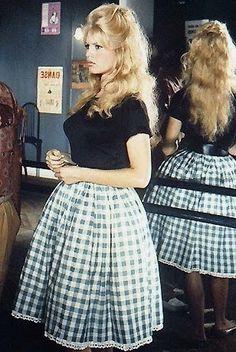 """xadrez-vichy-elegance Brigitte Bardot, que o imortalizou no filme """" E Deus Criou A Mulher """" ( 1956 )"""