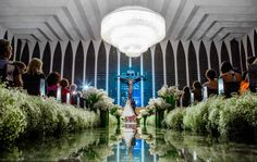 Decoração de casamento com copos de leite | Copo de Leite | Decor | Wedding Decor | Wedding Decoration | Decoração da cerimônia | Ceremony Decoration | Décor da cerimônia | Flores brancas | Inesquecível Casamento | Casamento | Wedding | Decoração | Decoração de Casamento