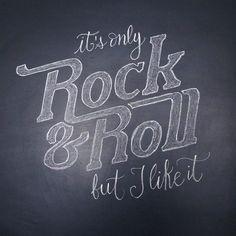 Lettering en tiza sobre pizarra para una fiesta temática de rock&roll | Blog www.micasaencualquierparte.com