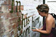 DIY Arta stradala ecologica - graffiti din muschi. DIY moss graffiti by Anna Garforth