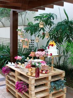 Recycle pallets for outdoor parties Recycle pallets for outdoor parties Decoration Buffet, Rustic Wedding, Our Wedding, Party Deco, Deco Champetre, Festa Party, Wedding Decorations, Table Decorations, Outdoor Parties