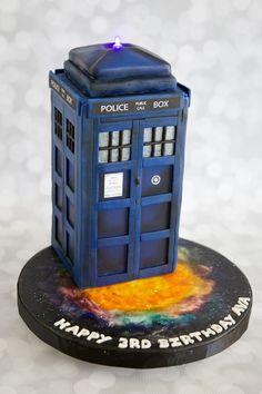 TARDIS Cake made by Cake Central Member motowifey