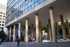 Palácio Gustavo Capanema, no Rio de Janeiro, projetado por uma equipe composta por Lucio Costa, Carlos Leão, Oscar Niemeyer, Affonso Eduardo Reidy, ...