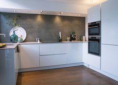 Kitchen Interior, Kitchen Decor, Kitchen Time, Creative Walls, Black Kitchens, Open Plan Living, Modern Kitchen Design, New Homes, Kitchen Cabinets