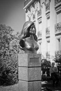 Place Dalida, Montmartre Dalida, Paris 2015, Montmartre Paris, Paris Love, Paris City, Most Beautiful Cities, Tour Eiffel, City Lights, Paris France