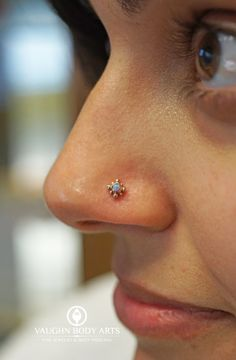 What a fun Saturday we had filled with wonderful clients! Here is a nostril piercing Cody got to do tonight for Pauline. We really, really like this piece of jewelry she picked out from LeRoi. Nose Ring Jewelry, Nose Piercing Jewelry, Gold Nose Rings, Gold Rings Jewelry, Jewellery, Bridal Jewelry, Piercings Bonitos, Cute Nose Piercings, Nose Jewels