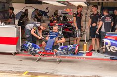 Vanaf de pitlane een kijkje in de cabine van Toro Rosso, op donderdag voor de F1 GP 2017 op de Red Bull Ring in Spielberg Oostenrijk
