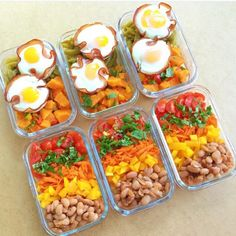 Start your month right! Remember failing to prepare is preparing to fail. Keep your week completely healthy and in control. Meal prep and have a smooth sailing week with your ready to eat nourishing food. Check out how @prettyontrack is killing it with this deliciously-looking meal prep!  ---------------------- Okay Monday I'm ready...Bring it on!!  . Bowl  2 egg and ham cups (5sp) (these were inspired by @lovelivingwhole and are amazing btw) 1/2c sweet potato hash (3sp) and steamed green…