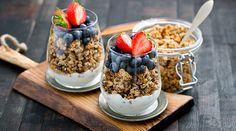"""Jogurtowe """"parfait"""" z domowa bezglutenowa granola"""
