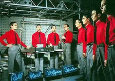 """Comienzo electrónico para el sabado. Los auténticos padres de la música electrónica, el grupo alemán Kraftwerk con este maravilloso tema de su album """"The Man Machine"""" publicado en mayo …"""