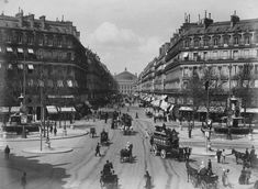 Belle vue de l'avenue de l'Opéra vers 1890 avec plein de détails fascinants sur la vie dans la rue de l'époque (Paris 1e/2e)