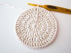 Make a Set of Five Ombre Crocheted Coasters - Tuts+ Crafts & DIY Tutorial Crochet Flower Patterns, Afghan Crochet Patterns, Crochet Doilies, Knitting Patterns, Crochet Cross, Crochet Round, Double Crochet, Mug Rug Patterns, Potholder Patterns