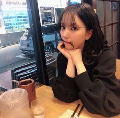 Espero que se note que ella es mi bias en GFRIEND aJAJSN. South Korean Girls, Korean Girl Groups, Cool Girl, My Girl, Blackpink Funny, Jung Eun Bi, Cloud Dancer, G Friend, Aesthetic Photo