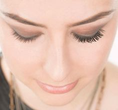 Use baby powder to get fuller, thicker lashes.