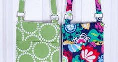 Today, I share with you the hipster purses I made for two of my nieces for Christmas. These purses are great for tweens and teens because th. Trendy Purses, Cheap Purses, Unique Purses, Cute Purses, Fabric Handbags, Fabric Purses, Purses And Handbags, Fashion Handbags, Luxury Purses