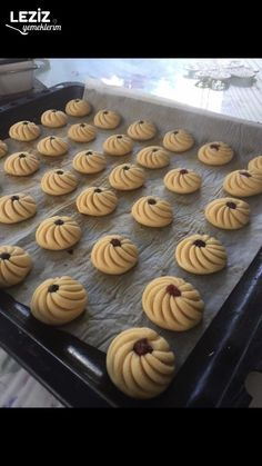 Pastry Cookies with Marmalade Cooking Cookies, Cooking Cake, Cooking Recipes, Biscuits, Sushi Maker, Pastry Art, Almond Cookies, Fortune Cookie, How To Make Cheese