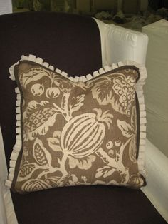 box pleated ruffle with tiny flange detail on pillow: Quatrine Custom Furniture   Photo Gallery