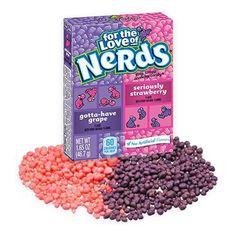 Драже конфеты от Wonka Nerds со вкусами винограда и клубники - можно есть по отдельности, а можно смешать вкусы для большего... Dog Food Recipes, Sprinkles, Strawberry, Nerd, Candy, Fruit, Strawberries, Otaku, Nerd Humor