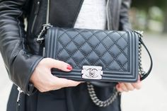 Chanel Boy Bag in black leather. To die for!