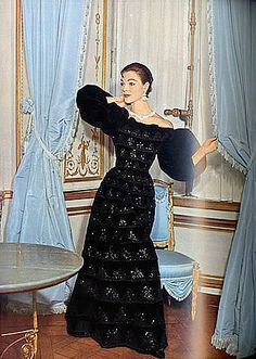 Ivy Nicholson in evening gown by Jacques Fath, photo by Henry Clarke, French Vogue, October 1955 Fifties Fashion, Retro Fashion, Vintage Fashion, Fifties Style, Club Fashion, Classic Fashion, Fashion Models, Vintage Style, Vintage Dresses