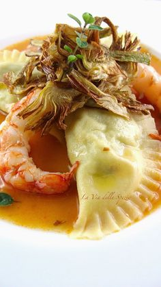 The spice route: Ravioli with artichokes and prawns - The spice route: Ravioli with artichokes and prawns - Beet Recipes, Gourmet Recipes, Healthy Recipes, Seafood Pasta Recipes, Shellfish Recipes, Risotto Cremeux, Zucchini Lasagna, Tortellini, Italian Recipes