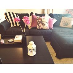 Black coffee table. Color Scheme. (Black, white, purple, beige)
