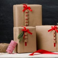 & DIY gift wrapping idea is simple and beautiful! Get the steps and the s. - & DIY gift wrapping idea is simple and beautiful! Get the steps and the s. & DIY gift wrapping idea is simple and beautiful! Christmas Gift Wrapping, Christmas Crafts, Christmas Decorations, Christmas 2019, Christmas Alphabet, Christmas Present Wrap, Gift Wrapping Ideas For Christmas Diy, Diy Gift Wrap, Christmas Present Decoration