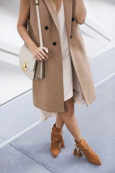 La prenda definitiva para conseguir un look pulido y profesional: el chaleco largo