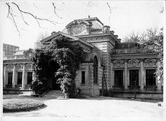 Clădirea primei legații rusesti, s-a aflat la intersecția străzii Paleologu cu Calea Mosilor. In 1791 țarina Ecaterina cea Mare și-a instalat aici emisarii. Clădirea a ajuns azi o jalnică dărăpănătură. Raziile poliţiei o scutură periodic de curvele şi peştii care-şi fac veacul în ea… În secolul al XlX lea Legația Rusiei s-a mutat pe Calea Mogoșoaiaei, vizavi de Biserica Doamnei în niște case mari și frumoase, Casele Cantacuzino. Aici a fost centrul vieții mondene și diplomatice vreme de un…
