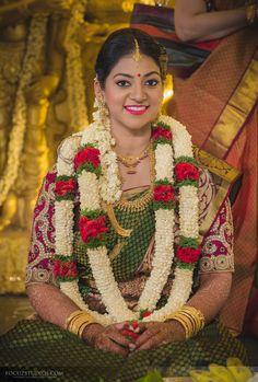 Bollywood, Tollywood & Más: Bipasha Basu and Karan Singh Grover Wedding Wedding News, Wedding Bride, Dream Wedding, South Indian Bride, Indian Bridal, Angrakha Style, Bollywood, Indian Marriage, Intimate Wedding Ceremony