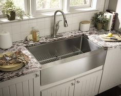 Schon Single Bowl Farmhouse Kitchen Sink - i love a farmhouse sink and in stainless steel this could work with any style of kitchen modern to more traditional Apron Front Kitchen Sink, Farmhouse Sink Kitchen, Kitchen Redo, Country Kitchen, Kitchen And Bath, New Kitchen, Kitchen Dining, Kitchen Sinks, Farm Sink