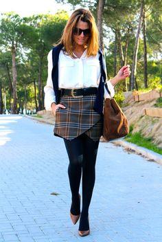 Fashion and Style Blog / Blog de Moda . Post: Schoolgirl / Colegiala .More pictures on/ Más fotos en : http://www.ohmylooks.com/?p=20229 .Llevo/I wear: Blouse : Oh My Looks Shop (info@ohmylooks.com ) Skirt : Zara (New collection) ; Shoes : Zara (New collection) ; Belt : Uterqüe (old) ; Sunglasses : Mango ; Bag : Pedro Miralles