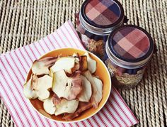 homemade apple chip recipe / love the fabric-topped jar packaging too