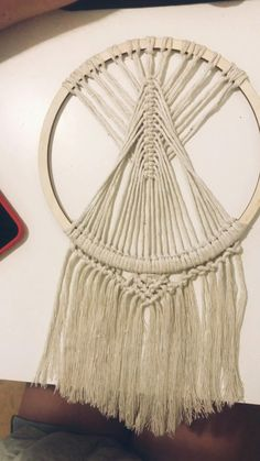 Macrame Design, Macrame Art, Macrame Projects, How To Macrame, Driftwood Macrame, Macrame Wall Hanging Patterns, Macrame Patterns, Crochet Dreamcatcher Pattern Free, Art Macramé