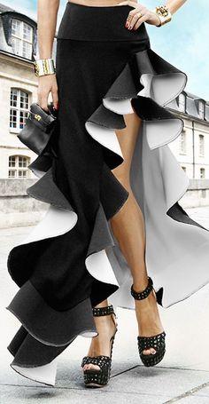 Hermès mini bag/& Black and white long side ruffled skirt. Skirt Fashion, Love Fashion, Fashion Dresses, Womens Fashion, Fashion Design, Style Couture, Couture Fashion, Haute Couture Paris, Gown Pattern