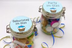 You will learn how to makeover Dollar-Tree-votive-candle-holders for a summer dinner party or a beach-themed wedding. Very budget-friendly! German English, Label Design, Diys, Ceramics, Super, Diy Birthday, Birthday Gifts, Halter, Blog