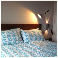 This beautiful bed linen set comes from the mind of Swedish designer Sandra Isaksson and is made in England. Featuring a turquoise penguin print on fi...