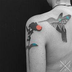 #tattoofriday - Padrões geométricos beija flor por Jaya Suartika, Jayaism Tattoo;