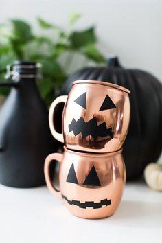 DIY Halloween Glassware Decals on copper moscow mule mugs. Spooky Halloween, Happy Halloween, Diy Halloween Decorations, Holidays Halloween, Halloween Treats, Halloween Party, Modern Halloween, Spooky Scary, Classy Halloween