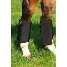 Hoge achterbeenbeschermer. Past perfect bij de CSO 1680D peesbeschermer. Met nylonversterking aan de binnenzijde van het been om wrijvingen te verminderen. Vier brede klittenbandsluitingen.