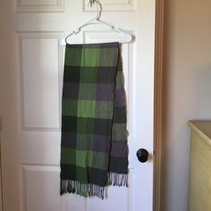 Winter scarf This plaid green scarf is in great condition. It's also very warm and has been barely worn Accessories Scarves & Wraps