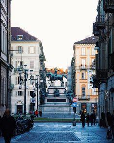 Piazza Carlo Alberto - Punti di vista  #igerstorino#igerspiemonte#ig_piemonte#volgopiemonte#placesofturin#streetsofturin#urbanlife #topeuropephoto#prettylittleitaly #beststreets#streetleaks#streetshared#visualcollective#comeandsee#ig_italia#italiainunoscatto#whatitalyis#italiansdoitbetter#yallerspiemonte #feliceadesso#photosthatspeaktome#thatautumnmagic #scattandoattimi#lavitainunoscatto#vivatorino#Placesofturin#ig_turin_#ig_torino#torino#ciauturin - Photo by @chiari.menti