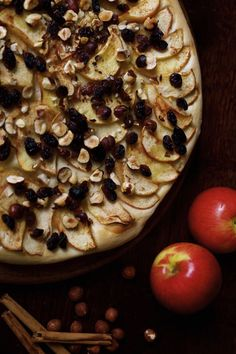 Celebrate apple season with this recipe for apple and hazelnut pizza with sultanas and cinnamon - not too sweet but full of flavour it's perfect for autumn. Vegetarian Pizza Recipe, Autumn Recipes Vegetarian, Vegan Recipes, Pizza Recipes, Vegetarian Meals, Fruit Recipes, Apple Recipes, Real Food Recipes, Dessert Recipes