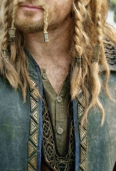Men lol when the only thing you see is Fili from the hobbit Viking clothes & hair. Men lol when the only thing you see is Fili from the hobbit - -Viking clothes & hair. Men lol when the only thing you see is Fili from the hobbit - - Beard Beads, Viking Braids, Viking Men, Viking Warrior Men, Viking Clothing, Viking Jewelry, Hair Beads, Beard Care, Hair And Beard Styles