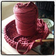Knitting Bag Tutorial Rope Basket 62 Ideas For 2019 Chat Crochet, Diy Crochet, Crochet Hooks, Knitted Mittens Pattern, Baby Knitting Patterns, Easy Knitting, Loom Knitting, Converse En Crochet, Strands