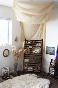 A beautiful example of a nature corner for the classroom or home. The size and materials of the furniture, as well as the size of the decorations and their placement at child's eye level, makes this a great example of a prepared environment!